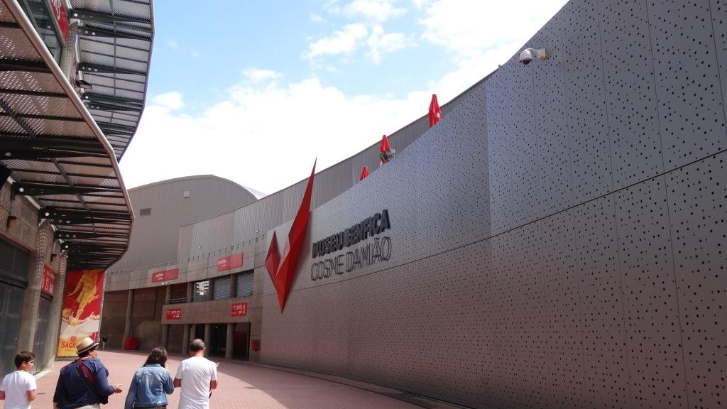 El exterior del museo del Benfica, el Cosme Damiao
