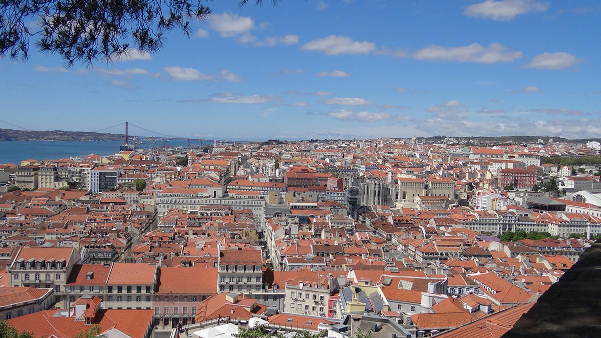 Vistas de Lisboa, con el Convento del Carmen y el elevador de Santa Justa en el centro / PdF