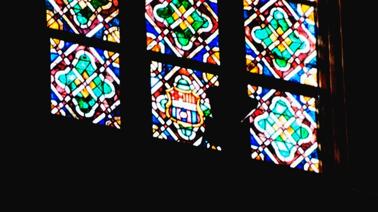El escudo del FC Barcelona en los vitrales de Santa María del Mar