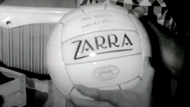 Balón de la marca Zarra / '114 GOLES'