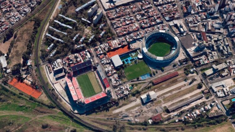 Los estadios de Independiente (i) y de Racing de Avellaneda (d) / GOOGLE MAPS