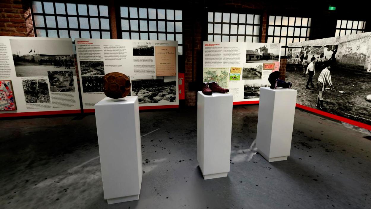 Exposición 'Barcelona & fútbol'   Balón de fútbol antiguo, botas de fútbol antiguas y guantes de boxeo / PdF