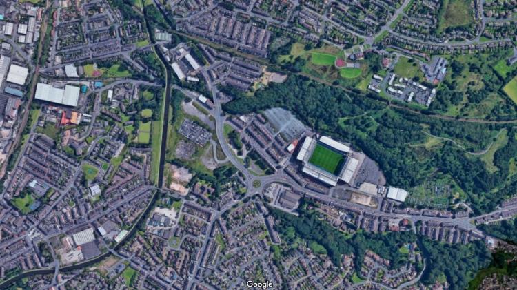 El estadio del Blackburn Rovers, cerca del río / GOOGLE MAPS